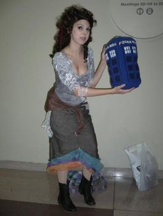 Dress as doctor and sew up a tardis bag Tardis Cosplay, Doctor Who Cosplay, Doctor Who Tardis, Cos Play, Dr Who, Fandom, Costumes, Halloween, Sewing