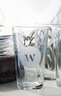 turn dollar store glasses into custom monograms. Seriously CANNOT WAIT to do these! - Diy Home Decor Dollar Store Crafty Craft, Crafty Projects, Diy Projects To Try, Crafting, Weekend Projects, Art Projects, Do It Yourself Wedding, Do It Yourself Home, Dollar Store Crafts