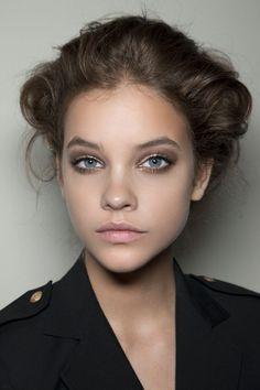 ελαφρύ #smokey #eyes #look Bronze Smokey Eye, Smoky Eyes, All Things Beauty, Beauty Make Up, Hair Beauty, Fall Lipstick, Nude Lipstick, Make Up Ojos, Makeup Tips