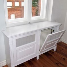 Classic heating panel with fillings and metal mesh - Diy Kitchen Ideas 2019 Diy Patio Furniture, Home Diy, Furniture Design, Radiator Cover, Furniture Diy, Shelves In Bedroom, Bedroom Diy, Home Decor, Home Deco