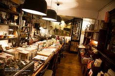 Located in Dongqu in Taipei, VVG was ranked by Flavorwire in 2012 as one of the top 20 most beautiful bookstores in the world. With a dimly lit interior and rustic decorations accompanied by many potted plants, VVG not only sells assorted books on cooking to photography but also dainty stationery or accessories.