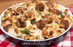 Bloemkool-ovenschotel met gehaktballetjes I Love Food, Good Food, Yummy Food, Quiche, Seafood Diet, Go For It, Cooking Recipes, Healthy Recipes, Happy Foods