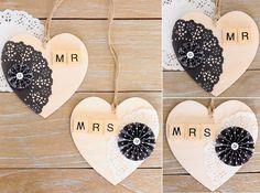 #DIY Bodas: Corazones de madera Mr & Mrs decorados con blondas en blanco y negro y letras de madera.
