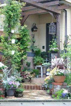 I'm kinda thinking something like this? Small Courtyard Gardens, Back Gardens, Small Gardens, Outdoor Gardens, Porch Garden, Garden Cottage, The Secret Garden, Garden Spaces, Dream Garden