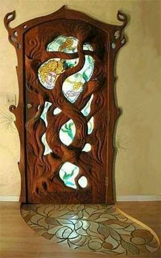 Amazing door! Imagine walking thru that everyday....what a smile!
