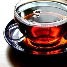 Beautiful cup of Black tea isn't actually black, it's red! Black tea's name comes from a historical misunderstanding. Find out how red tea became black in the West. Natural Home Remedies, Herbal Remedies, Health Remedies, Asian Tea, Goji, Blood Pressure Remedies, Cancer Cure, Tea Recipes, Natural Health