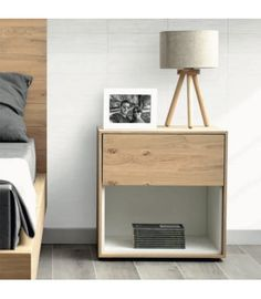 Mesita de noche personalizable FLAM. La mesita de noche FLAM es uno de nuestros modelos más personalizables; puedes configurar el mueble según tus necesidades. Hay tres modelos y en todos ellos tienes la posibilidad de elegir los acabados entre los cuatro disponibles para que diseñes la mesilla a juego con el resto de tu mobiliario. #mesitadenoche #mesilla #dormitorio #madera Mdf Furniture, Modern Wood Furniture, Bedroom Furniture Design, Funky Furniture, Recycled Furniture, Bedroom Decor, Bedside Table Decor, Bedside Table Design, Diy Nightstand