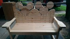 Mickey and Minnie Mouse Wooden Bench Disney Home Decor, Disney Diy, Disney Crafts, Disney Stuff, Disney Ideas, Mickey Mouse House, Mickey Minnie Mouse, Mickey Decorations, Disney Garden