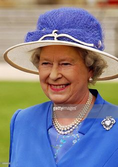The Queen smiles as she walks among her guests, in the garden of Buckingham Palace, where she hosted one of her annual garden parties this afternoon 09 July 2003. AFP PHOTO / John STILWELL / WPA POOL