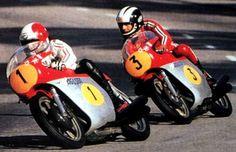 Giacomo Agostini  et Phil Read champions de motos                              …