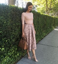 37 Beautifull Midi Skirt Ideas For Spring 2019 Modest Fashion, Skirt Fashion, Fashion Dresses, Jw Fashion, Classy Outfits, Casual Outfits, Cute Outfits, Jw Moda, Meeting Outfit