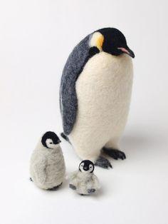 Needle-felted penguin with babies Needle Felted Animals, Felt Animals, Felt Penguin, Needle Felting Tutorials, Wool Art, Felt Birds, Wet Felting, Felt Toys, Soft Sculpture