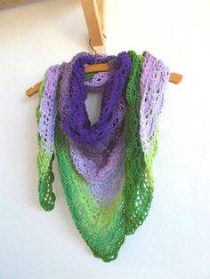 Dúhová fialovo-zelená háčkovaná šatka