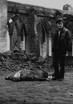 Tom Riddle hit the floor with a mundane finality his body feeble and shrunken the white hands empty the snakelike face vacant and unknowing Voldemort was dead killed by h. Saga Harry Potter, Harry Potter Love, Harry Potter Universal, Harry Potter World, Hogwarts, Slytherin, Sherlock, Hit The Floors, Albus Dumbledore