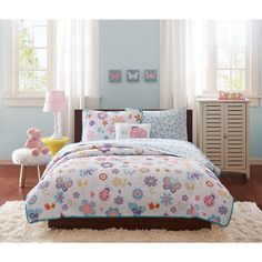 Bring your favorite garden creatures inside with the Butterfly Bonanza Complete Coverlet and Sheet Set. Flowers, butterflies and ladybugs are printed on a white background for a colorful pop on this clean coverlet.