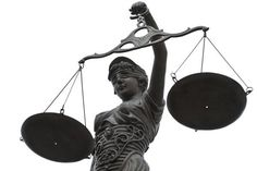 """Das Strafrecht befindet sich auf einem gefährlichen Weg: Neuerdings können Menschen aufgrund von Vermutungen und Unterstellungen verhaftet werden. Der Verdacht einer in der Zukunft liegenden """"staat…"""