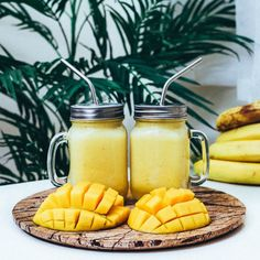 Start your day with these delicious breakfast smoothies! Start your day with these delicious breakfast smoothies! Maca Superfood, Superfood Powder, Smoothies Banane, Mango Smoothies, Yellow Foods, Snacks Saludables, Healthy Breakfast Smoothies, Aesthetic Food, Aesthetic Yellow