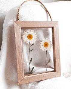 #pressedflowerart #floatingframe#etsy Flower Artwork, Pressed Flower Art, Floating Frame, Art Pictures, Find Art, Daisy, Unique Jewelry, Handmade Gifts, Flowers