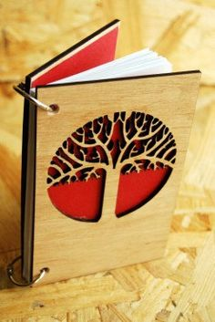 A unique gift! Characteristic: Wood: Oak 80 sheets 2 sheets of cardboard for signature. Christmas Gifts For Teen Girls, Cheap Christmas Gifts, Christmas Gifts For Friends, Handmade Christmas Gifts, Recipe Card Holders, Sketchbook Cover, Laser Cutter Projects, Summer Trees, Custom Journals