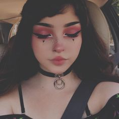 Are you looking for ideas for your Halloween make-up? Browse around this site for scary Halloween makeup looks. Edgy Makeup, Makeup Goals, Makeup Inspo, Makeup Ideas, Makeup Tips, Black Makeup, Cute Emo Makeup, Soft Grunge Makeup, Grunge Makeup Tutorial
