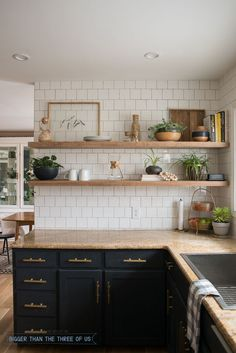 DIY Open Shelving in the Kitchen - Dark cabinets with brass pulls, granite and w. DIY Open Shelving in the Kitchen – Dark cabinets with brass pulls, granite and white subway tile Rustic Kitchen, Kitchen Dining, Kitchen Decor, Kitchen Ideas, Kitchen Colors, Vintage Kitchen, Country Kitchen, Design Kitchen, Kitchen Modern