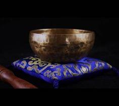 Klankschaal Ishana zwart/goud - 10 cm - 250-300 g -