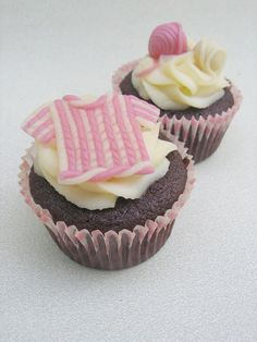 Cute #knitting inspired cupcakes.  The perfect treat for knitters and foodies alike!