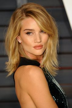 Pin for Later: Der Clavicut: Die schönsten mittellangen Haarschnitte der Stars Rosie Huntington-Whiteley