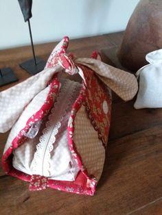 Le blog de Plume de lin - bienvenue dans mon petit atelier...des petits points....des aiguilles et de la patience..... Points, Patience, Burlap, Blog, Reusable Tote Bags, Welcome, Handmade, Atelier, Bag