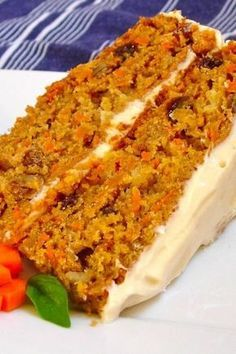 This Carrot Cake recipe is moist, tender & easy to make! It's seriously the best carrot cake recipe covered in cream cheese frosting for a perfect cake. Mexican Food Recipes, Sweet Recipes, Cake Recipes, Dessert Recipes, Food Cakes, Cupcake Cakes, Tortas Light, Patisserie Sans Gluten, Sweet Cakes