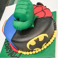 Happy birthday Ali !! 5 super heroes in one cake ! call 01111127736 for catering orders ! #superman #hulk #birthday #cake #nolacupcakes  #spiderman #batman