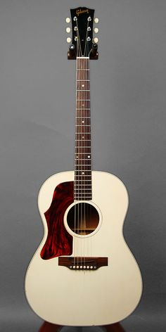 Gibson B-25 Lefty WHITE CUSTOM (1969) : Rare white colour top. Brazilian Rosewood finger board.