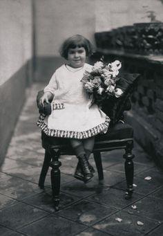 Frida Kahlo  Cuando tenía 4 añitos… When she was 4 years old.