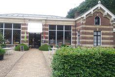 blog - Wandelen over het Heksenpad bij Landgoed Oostbroek | Kidsproof Utrecht Utrecht, Garage Doors, Mansions, House Styles, Outdoor Decor, Blog, Home Decor, Decoration Home, Manor Houses