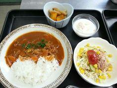8月14日。ハヤシライス、ツナサラダ、カボチャと竹輪の煮物、フルーツヨーグルトでした!カロリー648、たんぱく質23g、塩分3.0gです♪