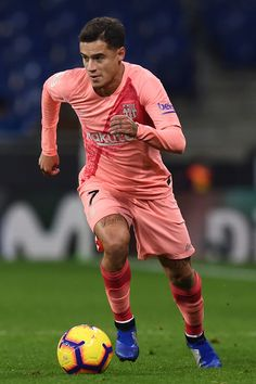 Philippe Coutinho of Barcelona runs with the ball during the La Liga match between RCD Espanyol and FC Barcelona at RCDE Stadium on December 8, 2018 in Barcelona, Spain.