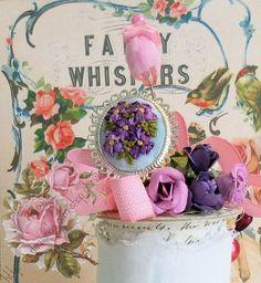 anillo plateado con bouquet bordado lilas