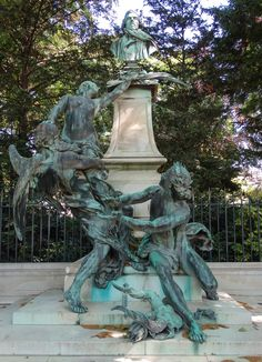 HD photographs of the bronze Eugene Delacroix statue by artist Aime Jules Dalou that is located inside Jardin du Luxembourg in the Arrondissement of Paris. Tour Eiffel, Monuments, Travel Around The World, Around The Worlds, Statues, Parvis, Luxembourg Gardens, French Sculptor, Paris Images