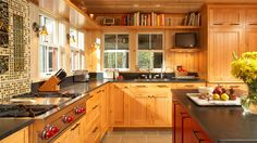 Upper Penninsula Residence Kitchen Love the little TV nook!