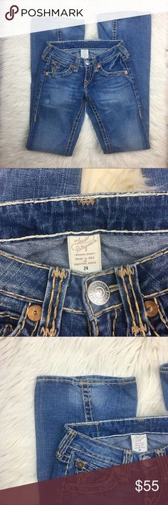 """True Religion Flare Jeans Women's Size 24 True Religion Women's Jeans •Size - 24 •Wash - Medium •Leg style - Classic, Flare Measurements •Waist (Jeans Laying flat, measured side to side at waist): 13.5"""" •Rise - 5"""" •Inseam - 35"""" Worn, But In Good Condition True Religion Jeans Flare & Wide Leg"""