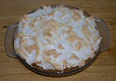 Sue's Butterscotch Pie is a butterscotch cream pie with a meringue topping and a graham cracker crust. Pie Recipes, Dessert Recipes, Desserts, Butterscotch Pie, Fast Easy Dinner, Kinds Of Pie, Fast Dinners, Meringue Pie, Cookie Pie