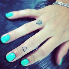 Cute & Tiny Tattoos: Instagram's Cutest Small Tats. For more ideas, click the picture or visit www.sofeminine.co.uk
