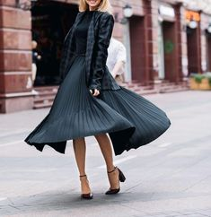 If all else fails and you don't know what to wear, put on a black dress, and you'll be happy. Lily Donaldson, Put On, What To Wear, Midi Skirt, Tulle, Womens Fashion, Skirts, Model, Outfits