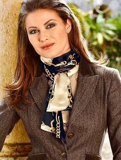 f57055fd679 50 meilleures images du tableau foulard en soie Gucci