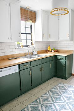 Even on a tiny budget, Sheena managed to pull the kitchen out of the and into the century with a bold paint color and some quick-fix materials. After: Even on a tiny budget, Sheena managed to pull the kitchen out of the and into the century with a bo. Home Decor Kitchen, Kitchen Interior, Home Kitchens, Green Kitchen Furniture, Green Kitchen Walls, Galley Kitchens, Country Kitchens, Two Tone Kitchen Cabinets, Two Toned Kitchen