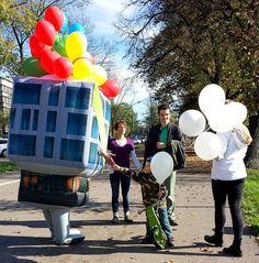 """Przy pomocy pneumatycznego stroju """"PANA DOMKA"""" zapraszaliśmy przechodniów do odwiedzenia inwestycji dewelopera: Apartamenty NOVUM w Krakowie. Nasz niezawodny team przemieszczał się ulicami Krakowa rozdając najmłodszym balony z logiem inwestycji."""