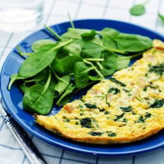 Chia Seed Omelette Ingredients (Serves 4 eggs 2 tsp olive oil 2 tsp chia seeds 2 cups baby spinach 1 cup diced tomatoes salt and pepper Spinach Omelette, Omelette Recipe, Low Calorie Breakfast, Breakfast Pizza, Breakfast Spinach, Omelettes, Healthy Snacks, Healthy Eating, Healthy Recipes