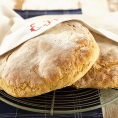 Joutsenolainen leipä   Maku Bread Recipes, Baking Recipes, Bread Board, Bread Rolls, Sweet And Salty, Bread Baking, Baked Goods, Food And Drink, Pie