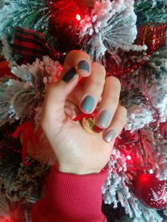 Christmas tree snow grey nails red colors