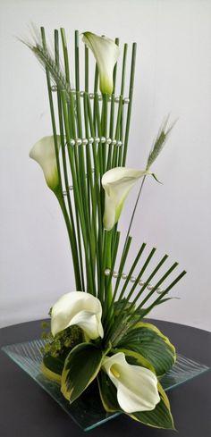 White Flowers Arrangements For Home Spaces Pattern Granny Squares Ikebana Arrangements, Hotel Flower Arrangements, Contemporary Flower Arrangements, Creative Flower Arrangements, Flower Arrangement Designs, Ikebana Flower Arrangement, Flower Centerpieces, Arte Floral, Deco Floral